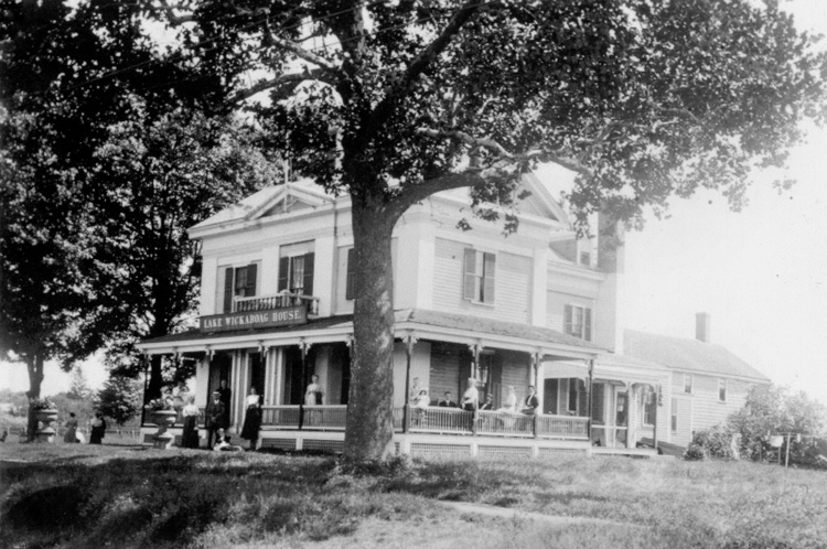 Lake Wickaboag House - West Main Street - c 1900